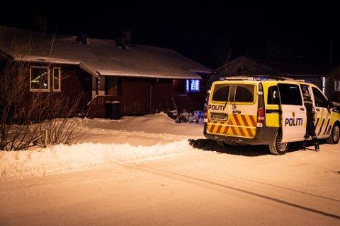 ÅSTEDET: Det var i denne boligen på Lakselvmoen vest at drapet skjedde tirsdag ettermiddag.