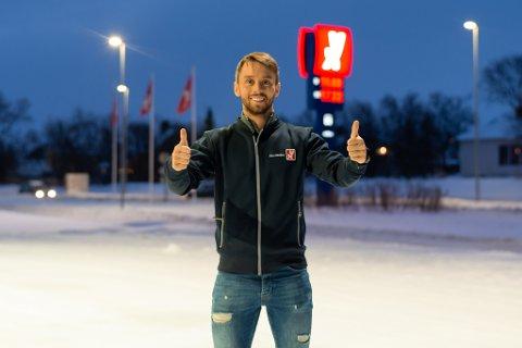 FORNØYD MED OPPSTARTEN: Thomas Tveter (31) fra Harstad sikret seg YX-stasjonen i Lakselv i desember i fjor. Så langt er han godt fornøyd med de første månedene som eier av stasjonen. .