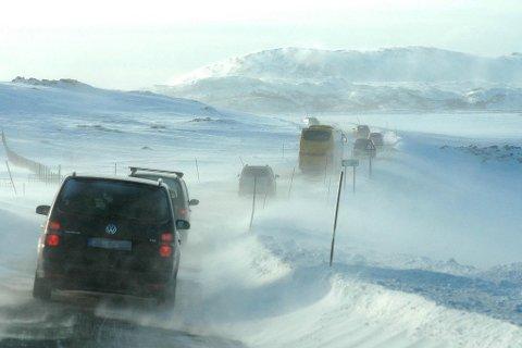 KOLONNE KOSTER: Vegvesenet har fått en rapport som viser at samfunnet taper millioner på kolonnekjøring og stengte fjelloverganger.