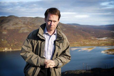 STORE INVESTERINGER: Øystein Rushfeldt foran Repparfjorden der Nussir ønsker å deponere fra kobberutvinningen.