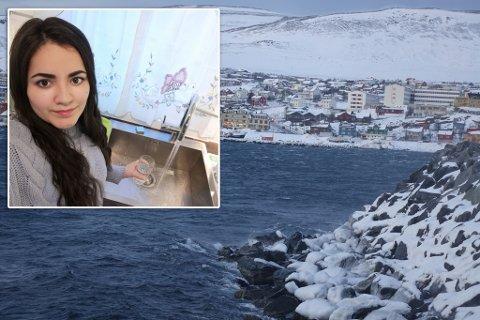 KALDT: Det er oppe i stiv kuling i Hammerfest og -9 grader ifølge Yr.no, lørdag. Mailen er blant de som fikk merke det da vannet forsvant. Nå er det tilbake, og hun må la vannet renne til varmekabel er på plass.