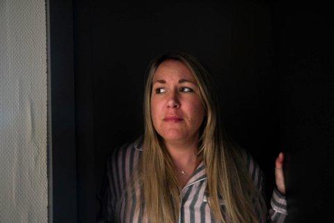 GRUER SEG: Journalist Anita Bakk Henriksen gruer seg til å sove på Coopen i Havøysund.
