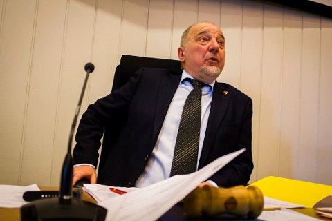 – GALT: Ordfører Rune Rafaelsen mener det er galt at noen skal sitte i Oslo og overstyre Kvalsund kommune ogFinnmarkfylkeskommun.