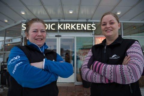 SKJEKKPUNKT: Nina Karina Skogan og Vigdis Helene Johansen styrer også denne gang skjekkpunkt Kirkenes under Finnmarksløpet.