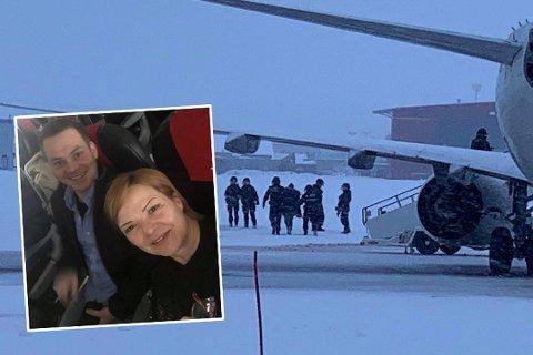 I FLYET: Beathe Sylvi Rød og Thomas Andre Torsen havnet tilfeldigvis ved siden av hverandre på flyet som mottok en bombetrussel onsdag. Til høyre blir mannen de satt ved siden av ført ut av flyet i håndjern.