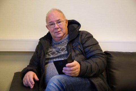 UTEN: Hallgeir Seljemo bor i Nybrottsveien i Bjørnevatn og har måttet greie seg uten internettforbindelse siden 10. januar.
