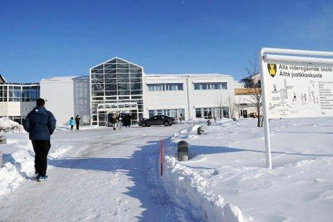 KAN RAMMES: Elevene på skolene i Finnmark kan få ny kutt dersom fylket låner mer penger, ifølge Kristen Albert Ellingsen.