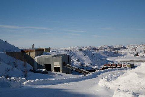 STORE OMRÅDER: Gråberg så langt øye kan se i Bjørnevatn. Artikkelforfatteren ønsker at den framtidige drifta foregår under jorda.
