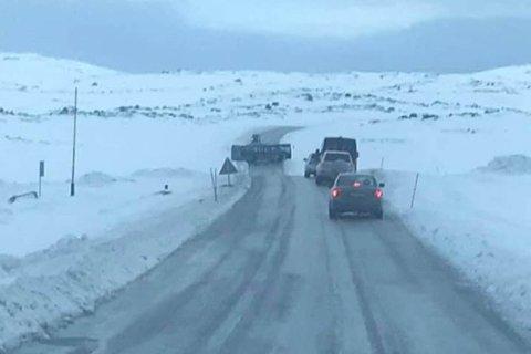 GLATT: Det var glatte veier mellom Prærien og Forsøl i Hammerfest torsdag morgen.