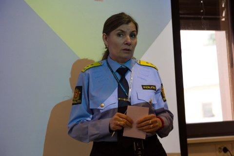 BYGGER OPP: Ellen Katrine Hætta bygger stort opp på hovedkontoret i Kirkenes. Andre steder i fylket forsvinner det politi, viser en ny oversikt.