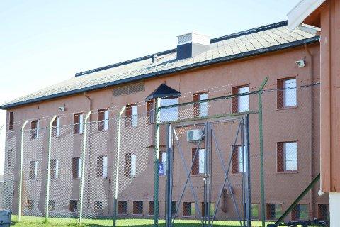 FENGSEL: Her i Vadsø fengsel skal tiltalte angivelig ha skapt problemer for politiet.