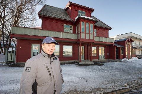 STOLT HUSEIER: Sigmund Tore Bjerk overtok huset faren hans var med på å bygge, og renoverte det innvendig. Garasjen ble erstattet med pub.