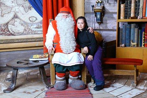 BESØKTE NISSEN: Et av høydepunktene på turen var å få besøke julenissen i Finland, det syntes turistene var stor stas, forteller Nilsen.