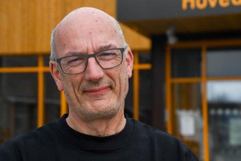 REAGERER: Asbjørn Danielsen reagerer på at mora Haldis (93) er flyttet på dobbeltrom på Kåfjord sykehjem.