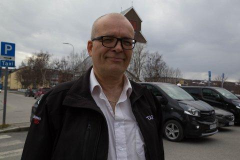USIKKER: Kjell Kristiansen frykter at han mister sin tredje jobb hvis Kirkenes Taxi blir lagt ned.