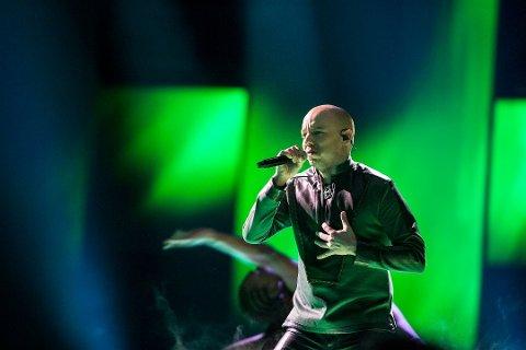 KLAR FOR SEMIFINALE: Finnmarkingen Fred René Buljo i gruppa KeiiNO. Her fra Melodi Grand Prix i Oslo Spektrum i mars.