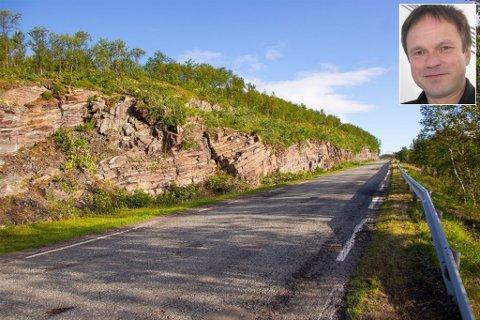 HULL OG HUMPER: Fylkesvei 98 og 890 er gamle veier som i lang tid har hatt behov for vedlikehold. Nå har fylkeskommunen i Finnmark bevilget 72 millioner kroner i 2019 og 250 millioner kroner i 2020, og for en fireårsperiode en milliard til vedlikehold av fylkesveiene 890 og 98. Her ser vi veien opp mot Torhopfjellet Fv98.