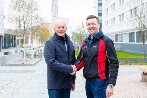 ENIGE: Administrerende direktør Ole-Johnny Johansen i Signal Bredbånd og daglig leder Roger Strømeng i Nornett skal samarbeide tett i tiden framover.