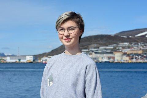 IMOT: Leder av Natur og Ungdom i Hammerfest, Tara S. Markussen mener sjødeponi vil ødelegge fjorden.