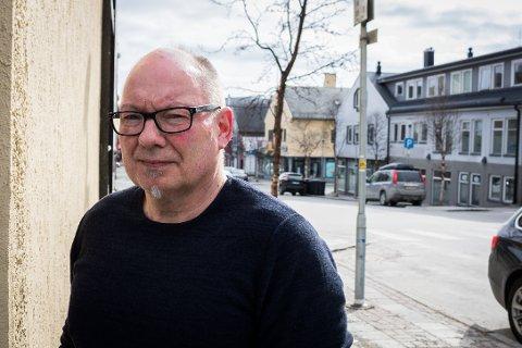 DYKKER UNDER TALLENE: Regnskapene kan se riktig så vakre ut på overflaten, men når John Midtgård gjør sine dypdykk kan han komme opp med unndratte millionbeløp. Andre kommuner i Finnmark er langt tryggere for bedriftsledere som ikke vil betale sin skatt.