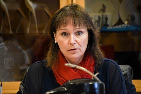 AVHENGIG AV ÅPENHET OG GOD DIALOG: Alta-ordfører Monica Nielsen tar avstand fra det tøffe ordskiftet på sosiale medier som er rettet mot ungdommene som nå sitter i karantene.