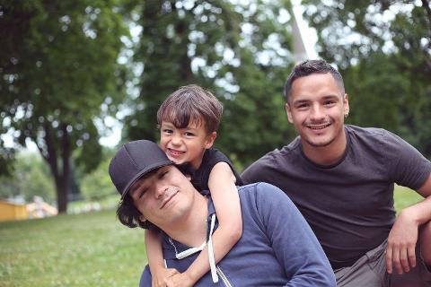 Jonas (t.h.) Olaussen og Edwin Olaussen (t.v), her fotografert ved en tidligere anledning sammen med sønnen til Edwin (8).