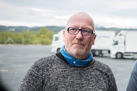 STÅR BAK INITIATIV: Fred Persen står bak et initiativ om å opprette flybuss fra Lakselv sentrum til Lakselv Lufthavn Banak som korresponderer med direkteruten til SAS. Med en prislapp på 50 kroner hver vei, vil dette tilbudet bli langt billigere enn å parkere på flyplassen. Det håper Persen skal føre til at flere bruker lufthavnen midt i fylket, noe som igjen kan føre til flere avganger direkte til Oslo.