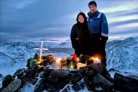 KRITISK: Sol og Torbjørn Torkilsen mistet sønnen i trafikkulykke på Magerøya i 2017. De er kritiske til hvordan kommunens helseteam håndterte saken.