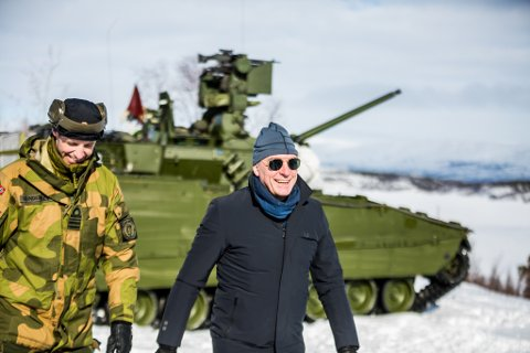 BESØKTE PORSANGMOEN: Forsvarsminister Frank Bakke-Jensen besøkte Porsangmoen og nye Porsanger bataljon isist vinter.