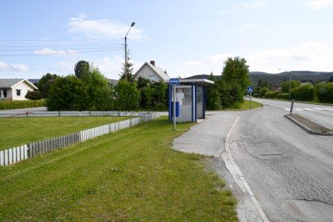 TVIST: Det er tvist om eierskapet til og erstatning for denne busslomma på Kronstadbakken i Alta.