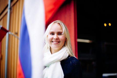 OPERASANGER: Veronika Karlsen (23) jobbet på Pomormuseumet på jubileumsdagen, men i kveld skal hun synge på festningen.