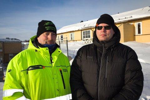 FRUSTRERTE: Terje Andersen og Stig Eriksen føler seg overkjørt av kommunen i saken om utbyggingen av helsesenteret i Vadsø.