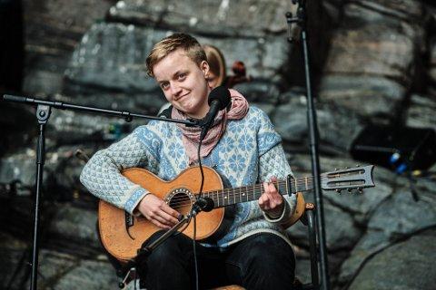 INGEBORG OKTOBER: Denne artisten er en prisvinnende visesanger. Hun har holdt konserter landet rundt, og nå kommer hun nok en gang til Vadsø. Bildet er tatt på årets Trænafestival.