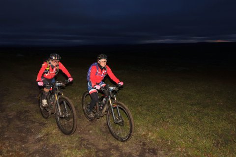 OFFROAD: Marita Andreassen og Anja Hindenes like etter at de har passert Jotka natt til fredag.