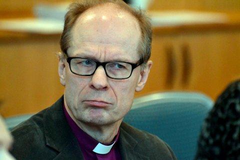 BEKLAGER: Biskop i Nord-Hålogaland Olav Øygard beklager overfor konfirmantene i Kautokeino.