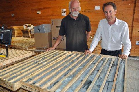 OPPRØRT: Nussir-direktør Øystein Rushfeldt, her sammen med geolog Kjell Nilsen, tror det er en organisert kampanje mot prosjektet internasjonalt.
