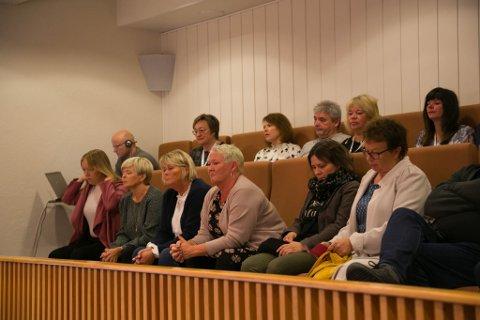BARNEVERNET: Ansatte i barnevernstjenesten satt på første rad på galleriet under kommunestyremøtet.