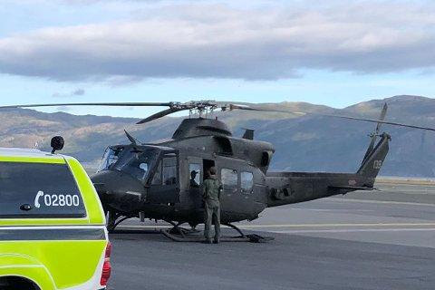 FLYDD UT: Politiet ble fraktet til ulykkesstedet ved hjelp av forsvarets helikopter søndag morgen.