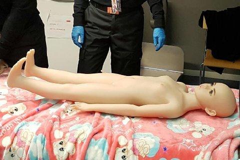 ULOVLIG: Finnmarking anket etter å ha blitt dømt for forsøk på å importere en slik dukke.