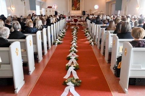 FULLSATT: Elvebakken kirke var onsdag fullsatt da Benedikte Hyld Mella (22) ble gravlagt.