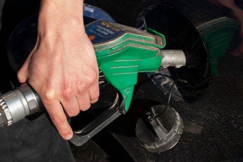 PRISEN STIGER: I dag settes pumpeprisen opp med 25-30 øre. Den kan fort nærme seg rekordnivå.