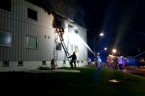 SKUMLAGT: Brannvesenet jobbet iherdig på stedet i 2017. Foto: Julie Arntsen