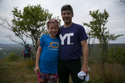 STOLT: Sara Muotka (11) gjorde pappa Roland stolt opp Aldon.