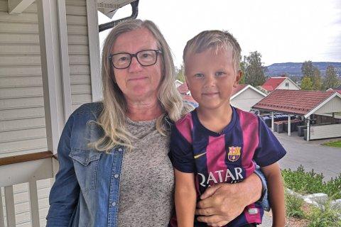 I NORGE: Doris Norbye og barnebarnet Max Julius (4) kom seg hjem fra Tenerife etter noen dager ekstra.