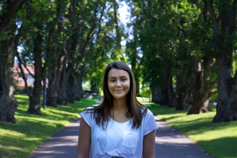 ENGASJERT: Attenåringen Anna Julie Wallenius har engasjert seg i Operasjon Dagsverk siden hun gikk i åttendeklasse. Nå har hun fått jobb for organisasjonen i hovedstaden.