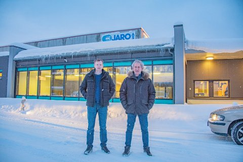 SATSER: Ole Marius Thomassen og Olav Jørgensen hos Jaro  bygger nytt visningsbygg på Aronneskjosen