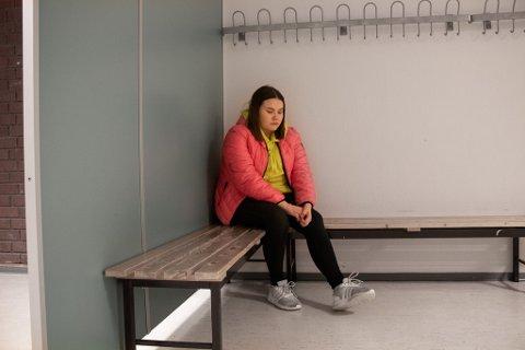 MOBBEOFFER: Akkurat i dette hjørnet ble hodet til Ronja slengt i veggen. Hun er usikker til hvorfor vedkommende gjorde det: – Jeg tror det var for å provosere.