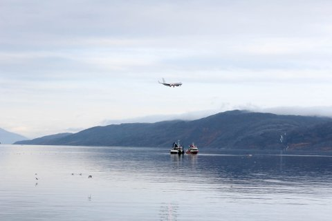 UVANLIGE RAMMER: Det er ikke hver dag at det er større fiskebåter som fisker helt inne i Altafjorden.