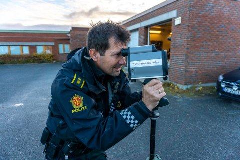 NOK Å GJØRE: Det har vært nok å gjøre for Utrykningspolitiet (UP) også i Finnmark det siste året. Her ser vi Freddy Olaussen.