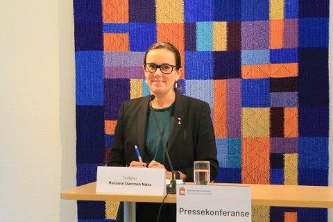 NEVNER IKKE MUNNBIND: Ordfører Marianne Sivertsen Næss sier det viktigste for å forhindre smitte er å holde avstand.
